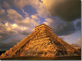 Пирамида Майя в городе Чичен-Ица на Юкотане