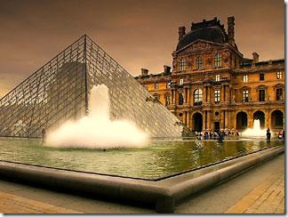 Стеклянная Пирамида Лувра. Достопримечательности Парижа