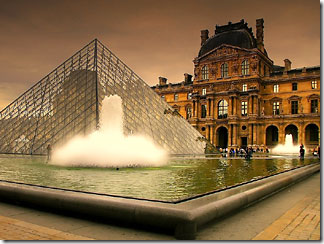 стеклянная пирамида Лувр