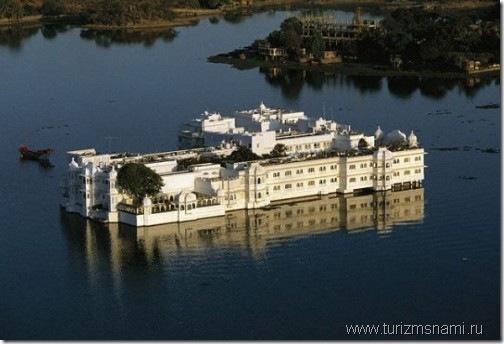 Дворец на воде. Индия