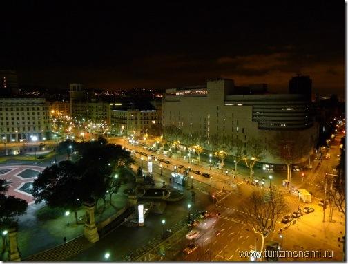 Площадь Каталонии ночью