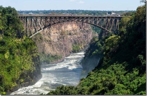 Железнодорожный мост у водопада Виктория