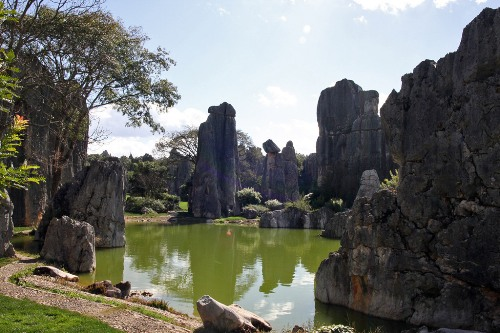 Каменный лес Шилинь и лунное озеро
