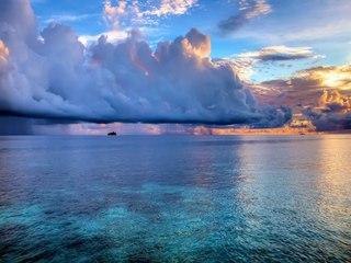 Шторм на Мальдивских островах