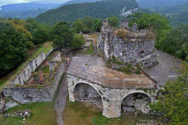 Фото: храм Феодора Тирона, Анакопийская крепость