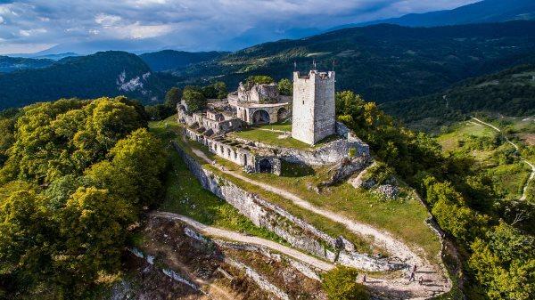 Фото: Анакопийская крепость с высоты птичьего полета