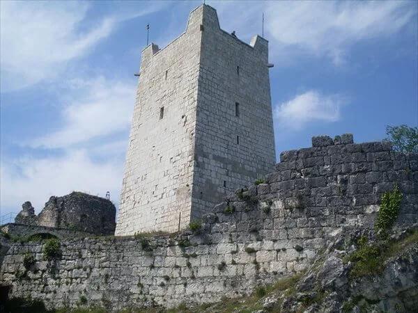 Фото: Восточная башня Анакопийской крепости